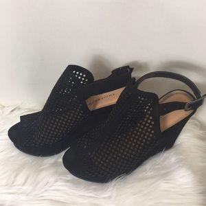 Chinese Laundry, Black platform sandals, size 7.